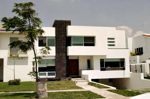 Fachada minimalista con 500 333 arquitec for Casas minimalistas modernas con cochera subterranea