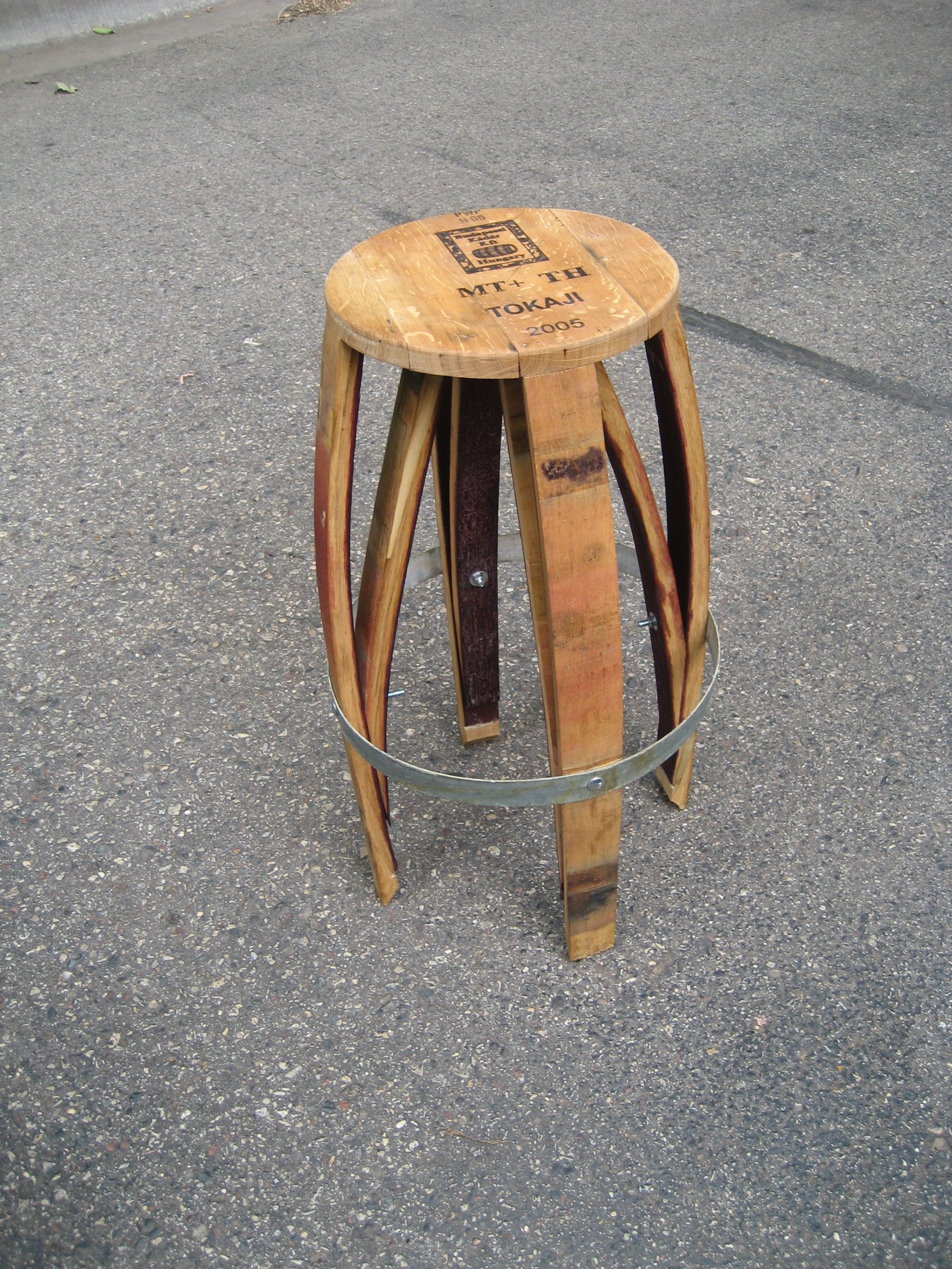 weinfass m bel stuhl aus weindauben wine barrel stool diy wine barrel furniture pinterest. Black Bedroom Furniture Sets. Home Design Ideas