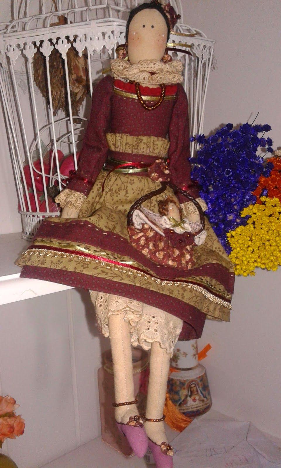 Boneca Isabely -  Linda boneca provençal, com várias aplicações todas a mãe, colar, brinco e tornozeleira garante a ela um charme todo especial....carrega uma bolsinha linda com aplicação de  anjinho....excelente opção para decoração de ambientes em geral inclusive  para seu carro .....exala um excelente aroma.