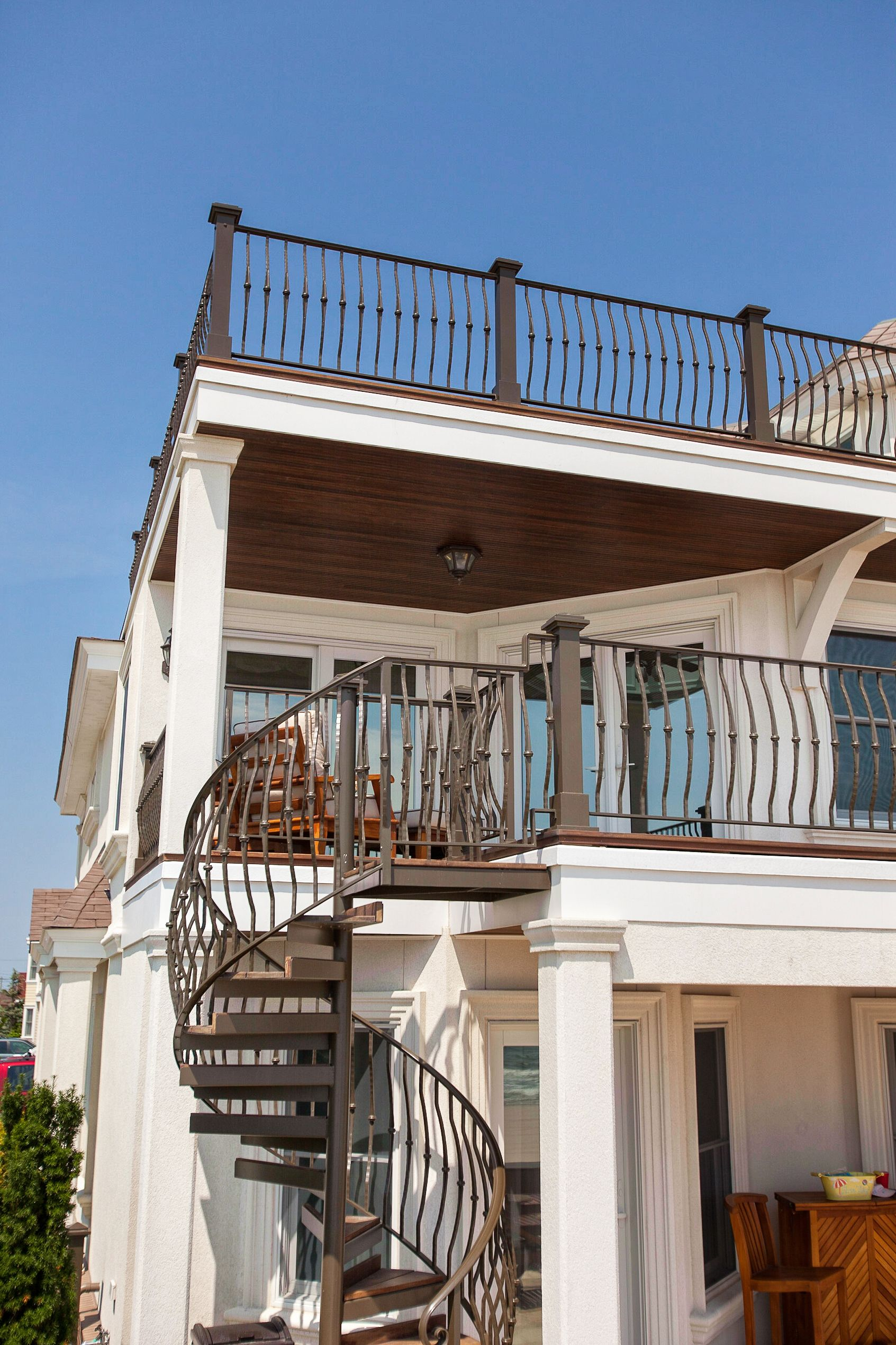 Best Spiral Stair And Deck Railing For A Beach House Balcony 400 x 300