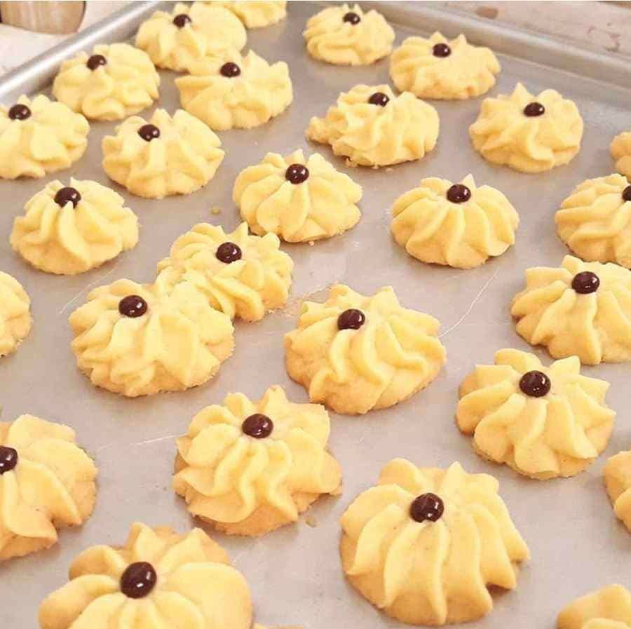 Resep Cara Membuat Kue Semprit Kue Semprit Yakni Salah Satu Jenis Camilan Anggun Kering Yang Cukup Digemari Dan Banyak Food Drinks Dessert Food Food And Drink