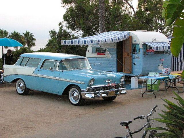 Een Shasta Uit 1956 Met Een Chevrolet Nomad Tow Eveneens Uit 1956