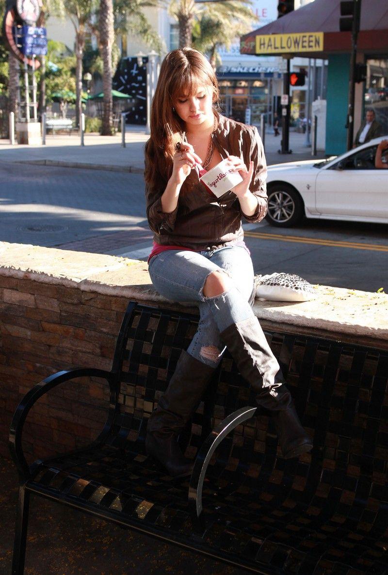 Debby Ryan Candids at Yogurtland Debby ryan, Disney