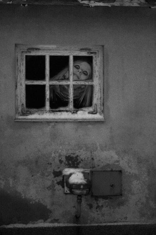 I guess this is kinda creepy but it makes me laugh cuz she kinda looks like Avril Lavigne. Haha.