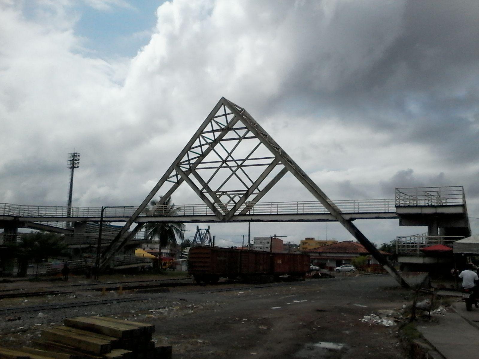 Ponte sobre ferrovia em Simões Filho_Simões Filho_Bahia_Brasil
