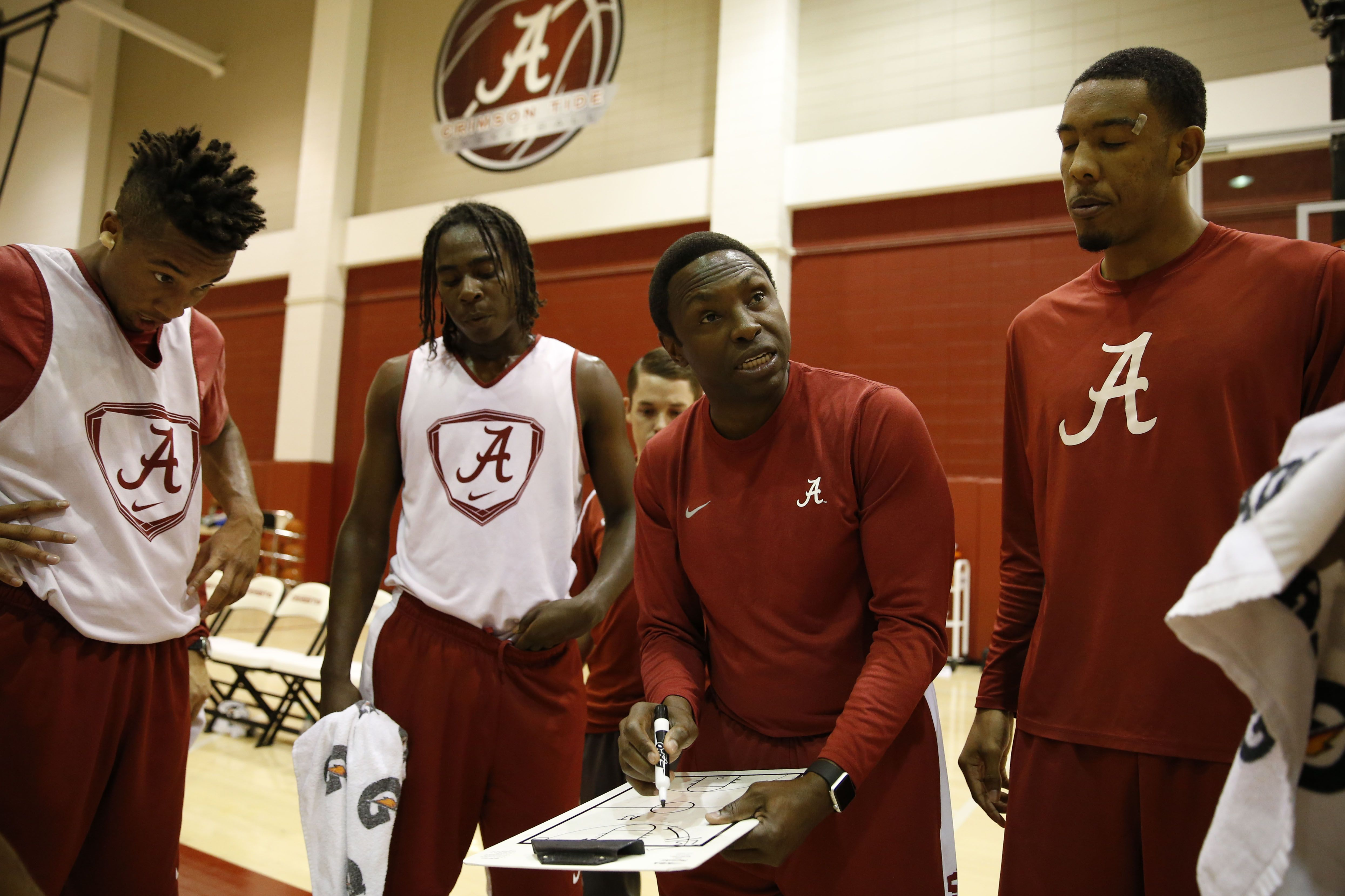 Alabama Men S Basketball In Home Finale With Images Alabama Men