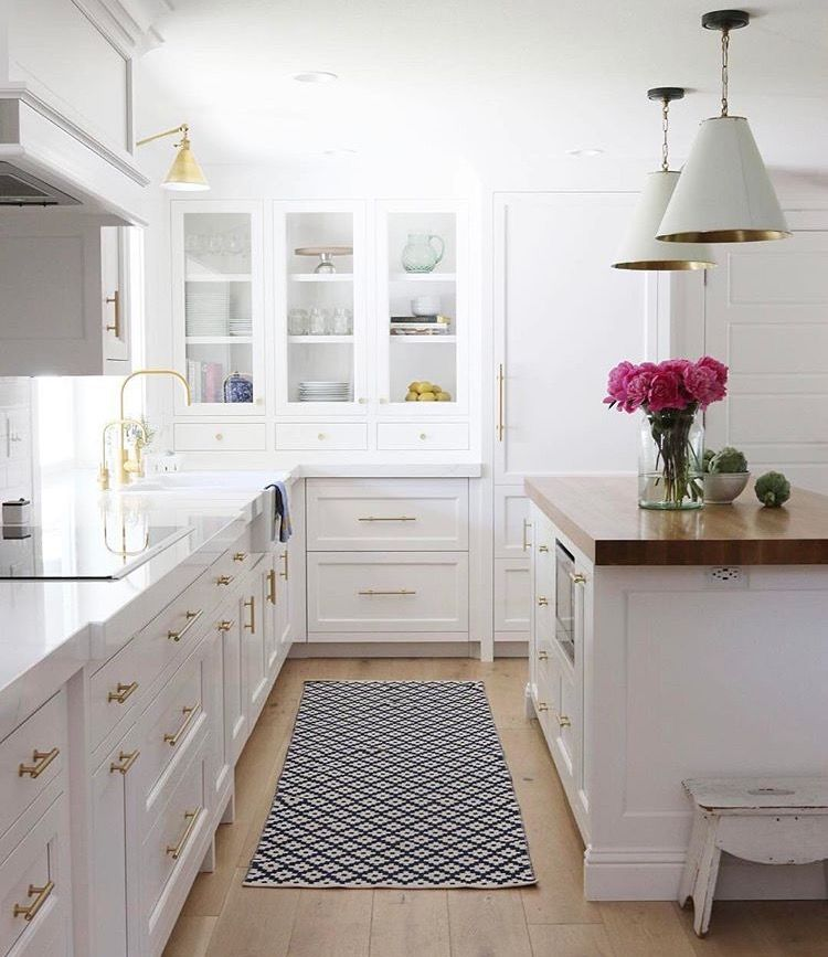 white cabinets, gold hardware (With images) | Kitchen ...