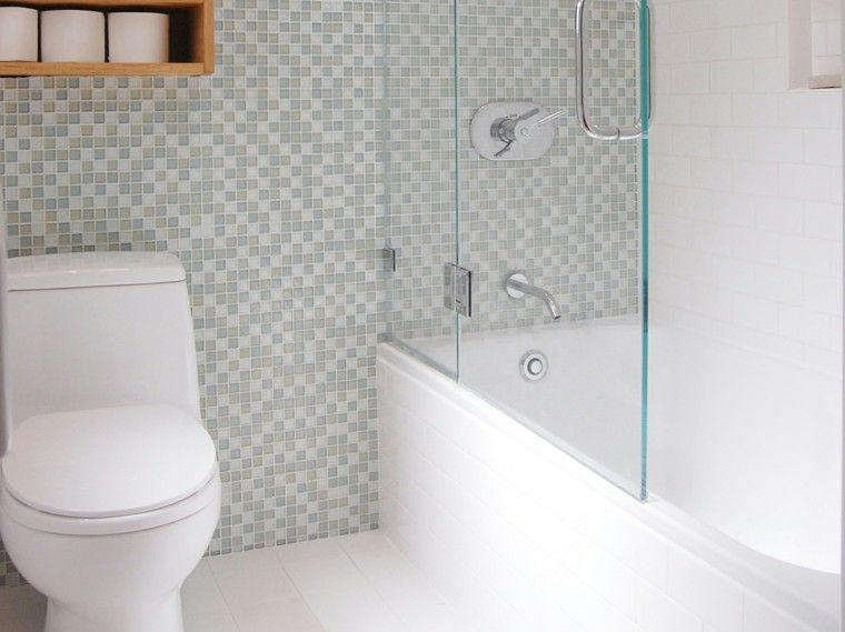 Ba os peque os con ducha 38 dise os de moda decoraci n for Mosaicos banos modernos