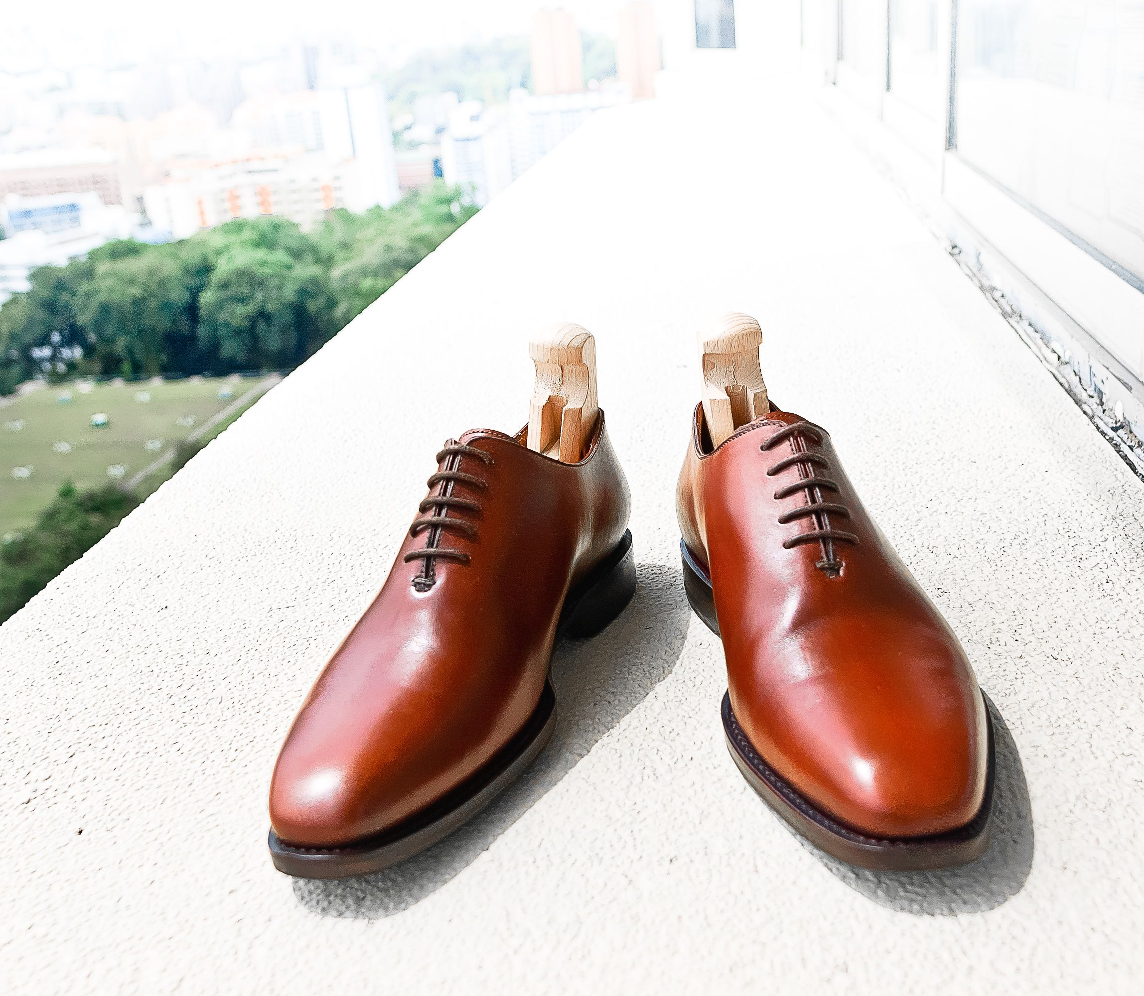 Cudio for Rossi 5 eyelet chisel-toe whole cut Oxford.    Dark mahogany calf, hand burnished, full leather lining.    Goodyear welted, single leather sole, quarter rubber heel.    Handmade in Indonesia.