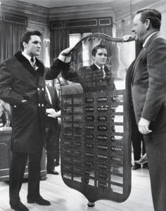 December 17, 1963 : Elvis Presley hands out Christmas checks totaling $55,000 More than 150 people jammed into the mayor's office Dec. 17, 1963, to see Elvis Presley hands out Christmas checks totaling $55,000. The checks benefited 58 Memphis and Mid-South charities. In appreciation, the organizations presented Elvis with a six-foot plaque.