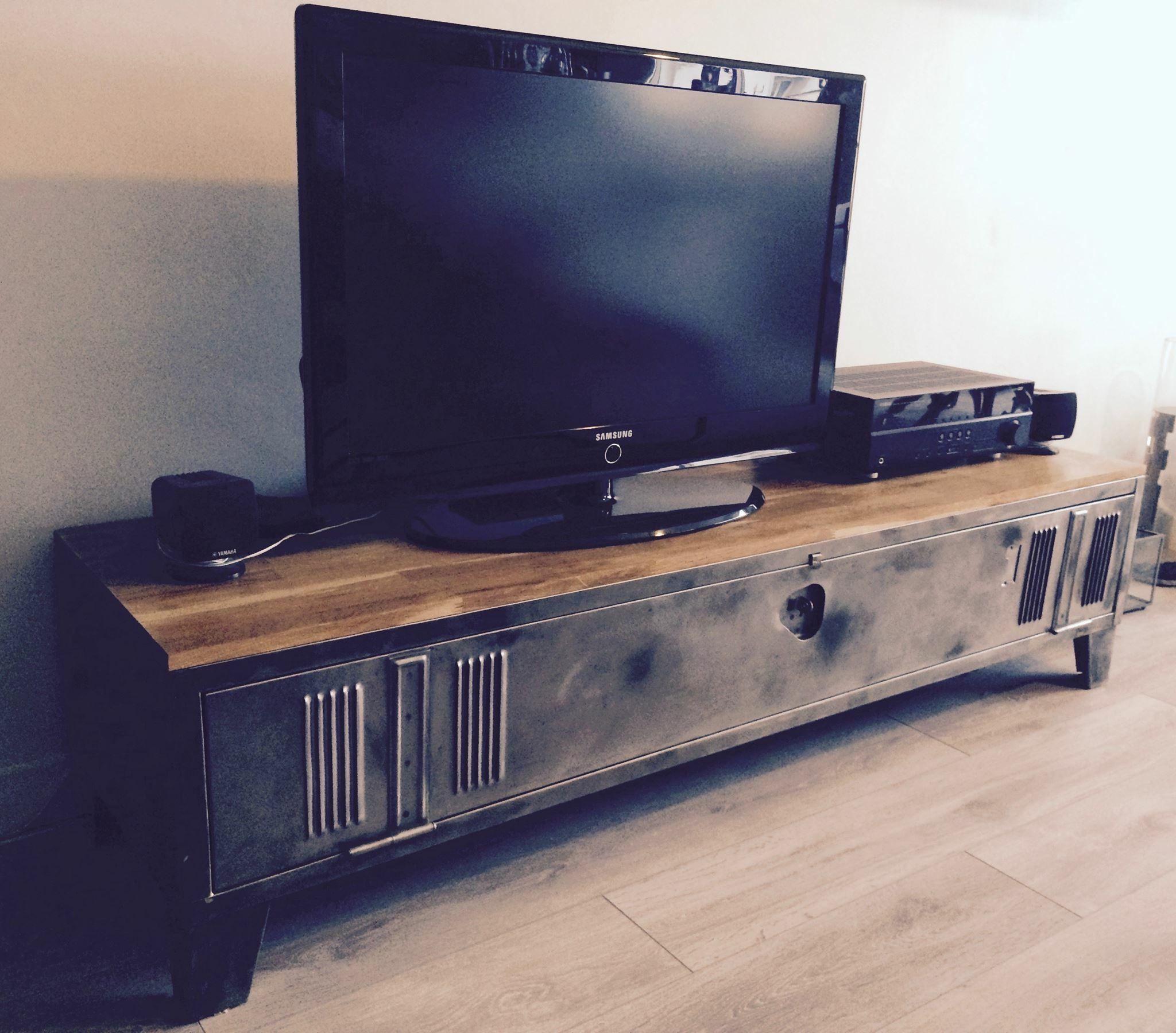 meuble tv recup de casier industrielle