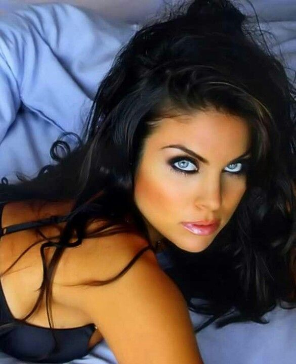 Blue Eyed Brunette Babe