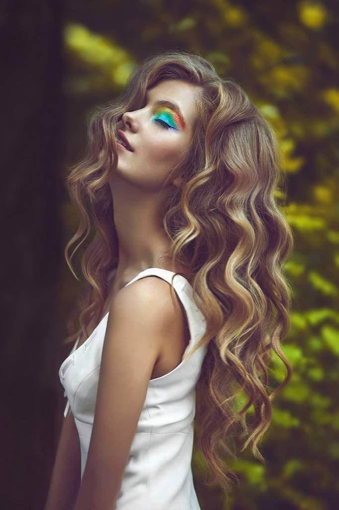Tener Peinados Como Ondas De Agua Es Simple Pero Sofisticiado Si Están Ordenadas Las Ondas En El Cabello Transm Cabello Ondulado Pelo Largo Con Ondas Peinados