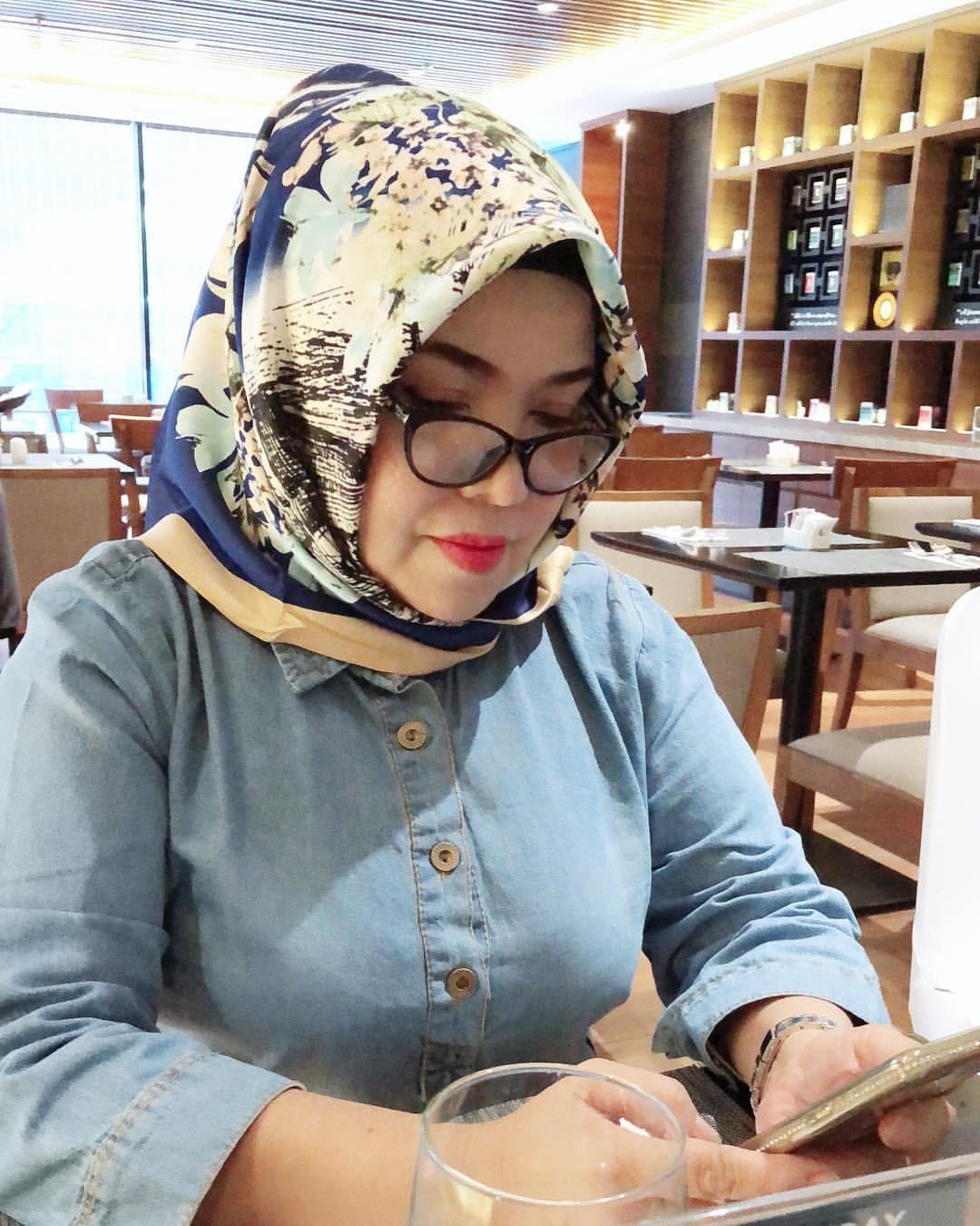 Pin by Mee Meggi on Hijab | Arab girls hijab, Girl hijab