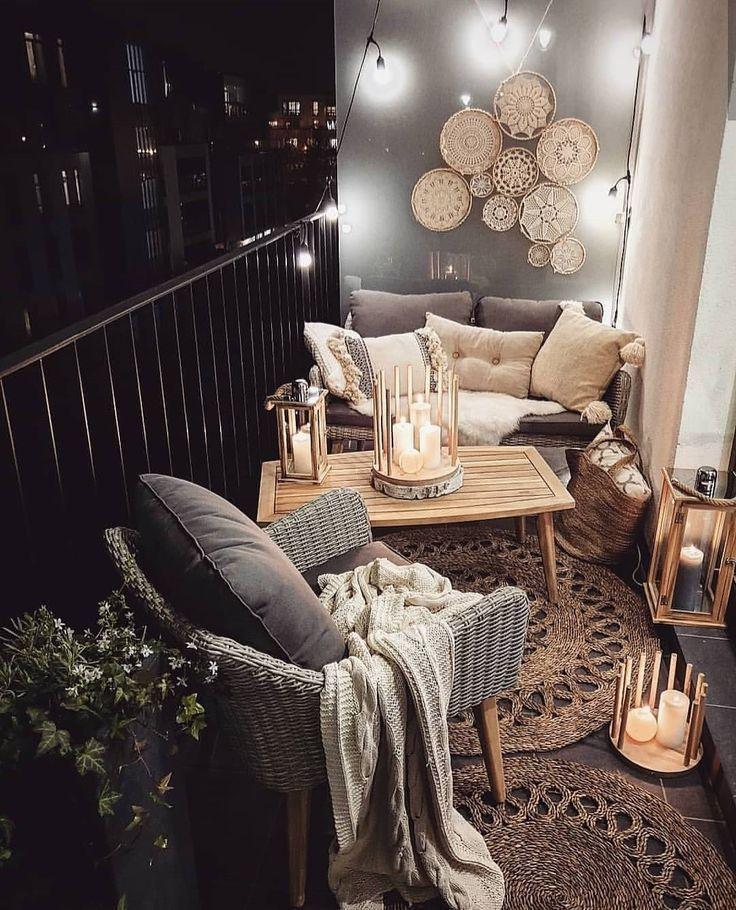 Die am besten dekorierten kleinen Außenbalkone auf Pinterest - Living After Midnite - Einrichtungsideen #smallbalconydecor