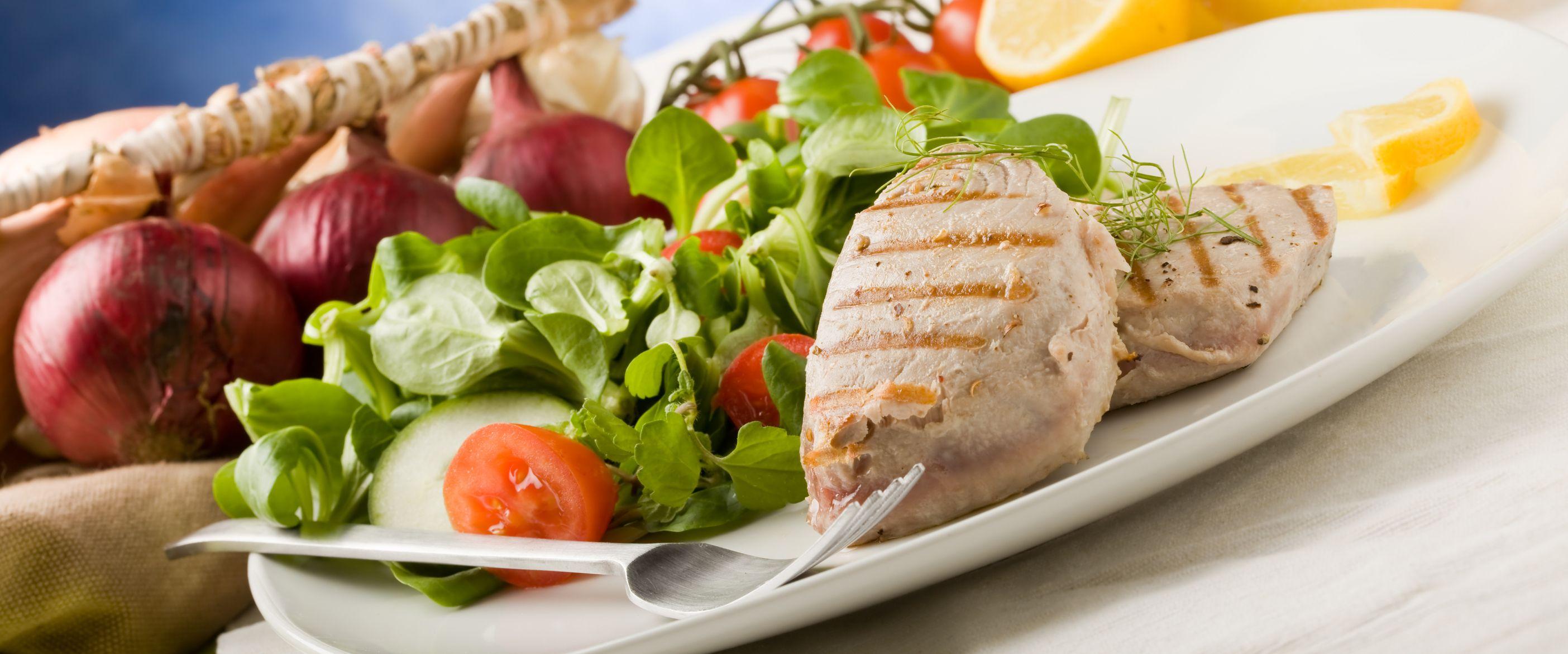 Fisch Mit Tomate Und Basilikum Rezept Hcg Rezepte Pinterest