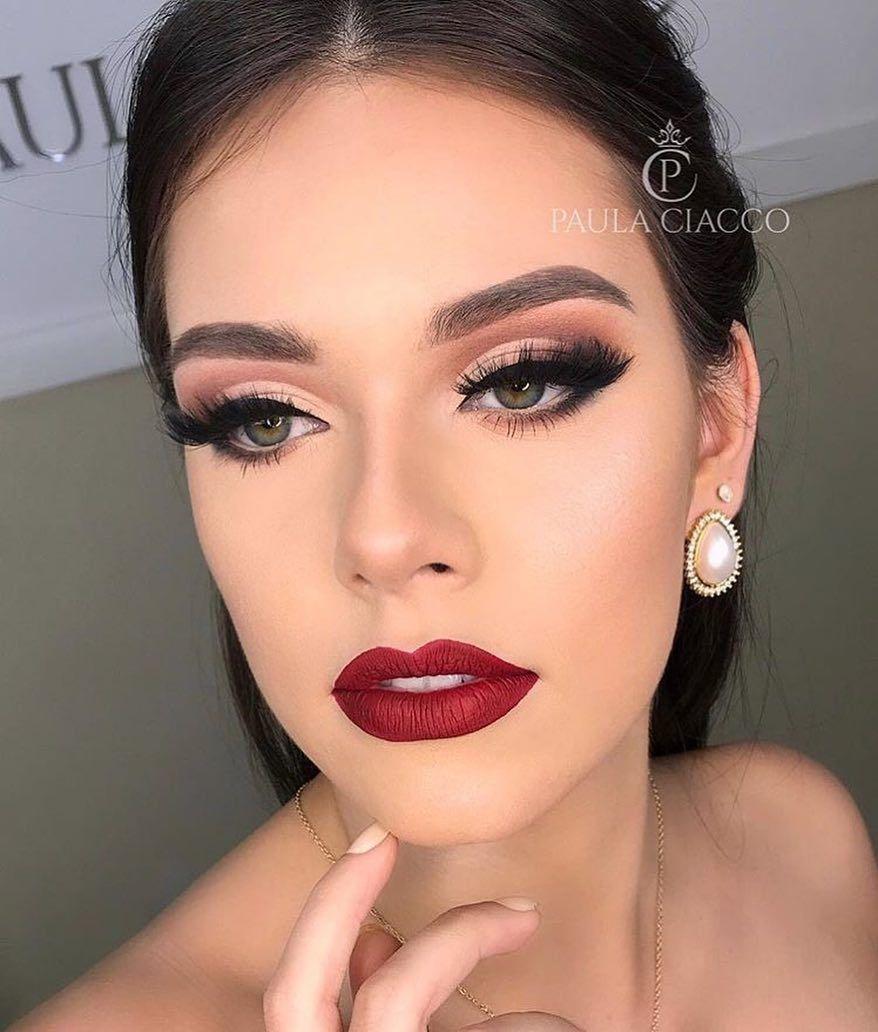 a imagem pode conter: 1 pessoa, close-up | wedding makeup in