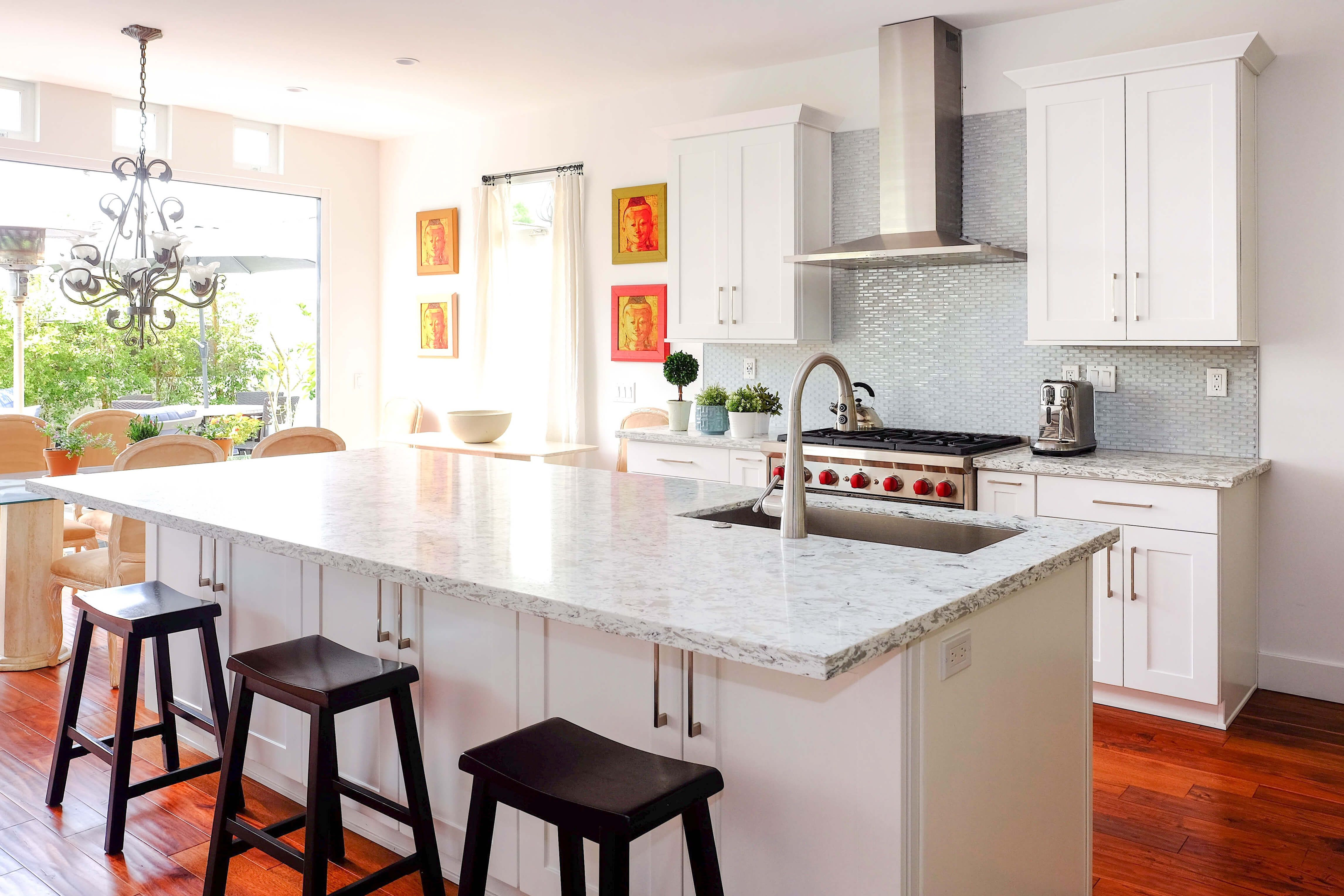 White Shaker In An Elegant Southern Ca Kitchen With Large Entertainment Island And Open Patio K White Kitchen Remodeling White Modern Kitchen Kitchen Remodel