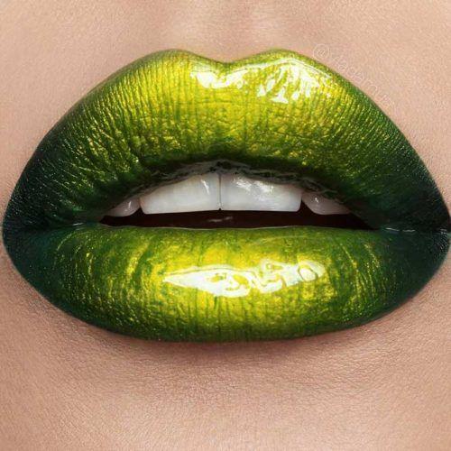 42 SOMBRAS MÁGICAS DE LABIOS ROJO El lápiz labial verde es uno de los …