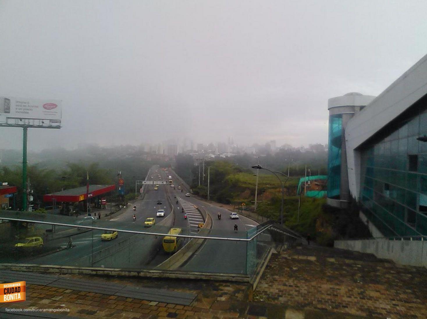 Buenos días Bucaramanga !! Fría pero hermosa mañana de hoy martes en nuestra ciudad. Gracias @Santandereanos_ por la foto #amanecerBUC