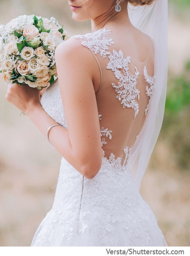Hochzeitskleid mit Spitzeapplikation am Rücken für russische ...