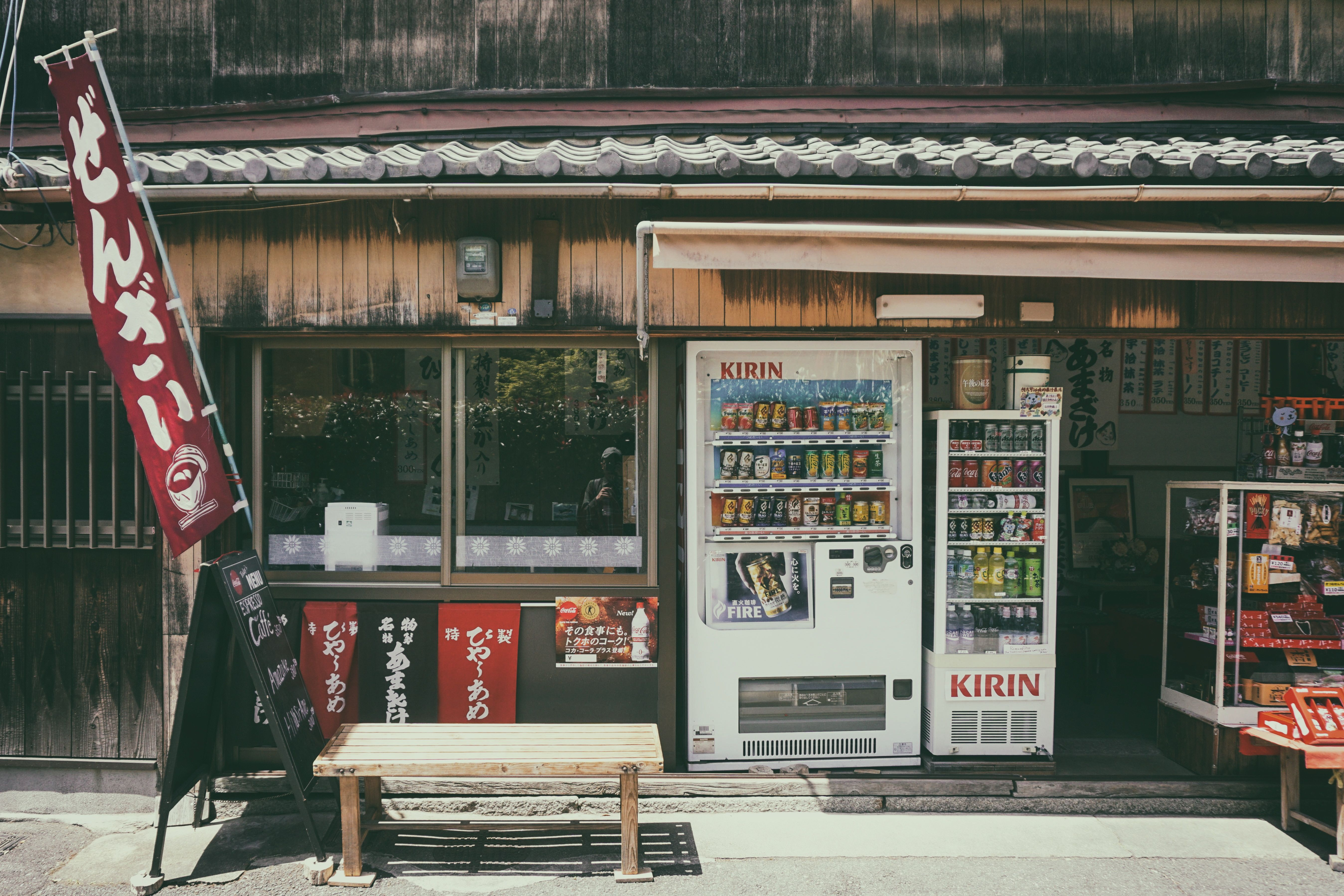 10 Super Unique Vending Machines You Can Find Only In Japan With Nearby Halal Food Information Https Japan Picture Scenic Travel Internet Marketing Strategy