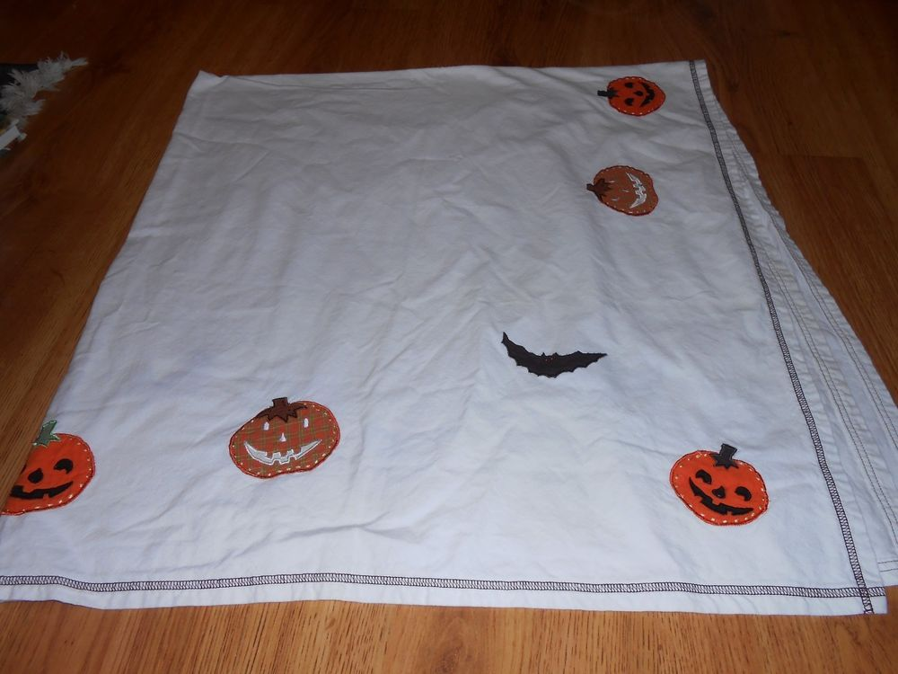 Pottery Barn Kids Halloween Tablecloth Pumpkins Bats 57 X