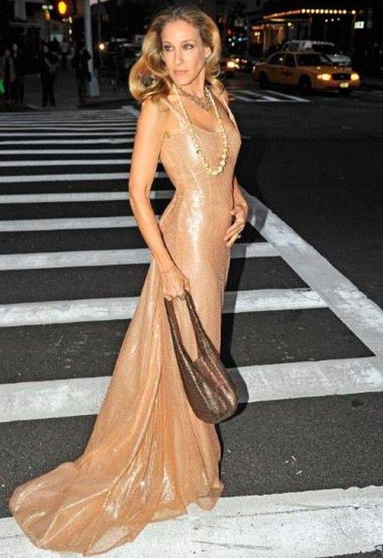 Sarah Jessica Parker // Halston // 2010 | Nice dresses