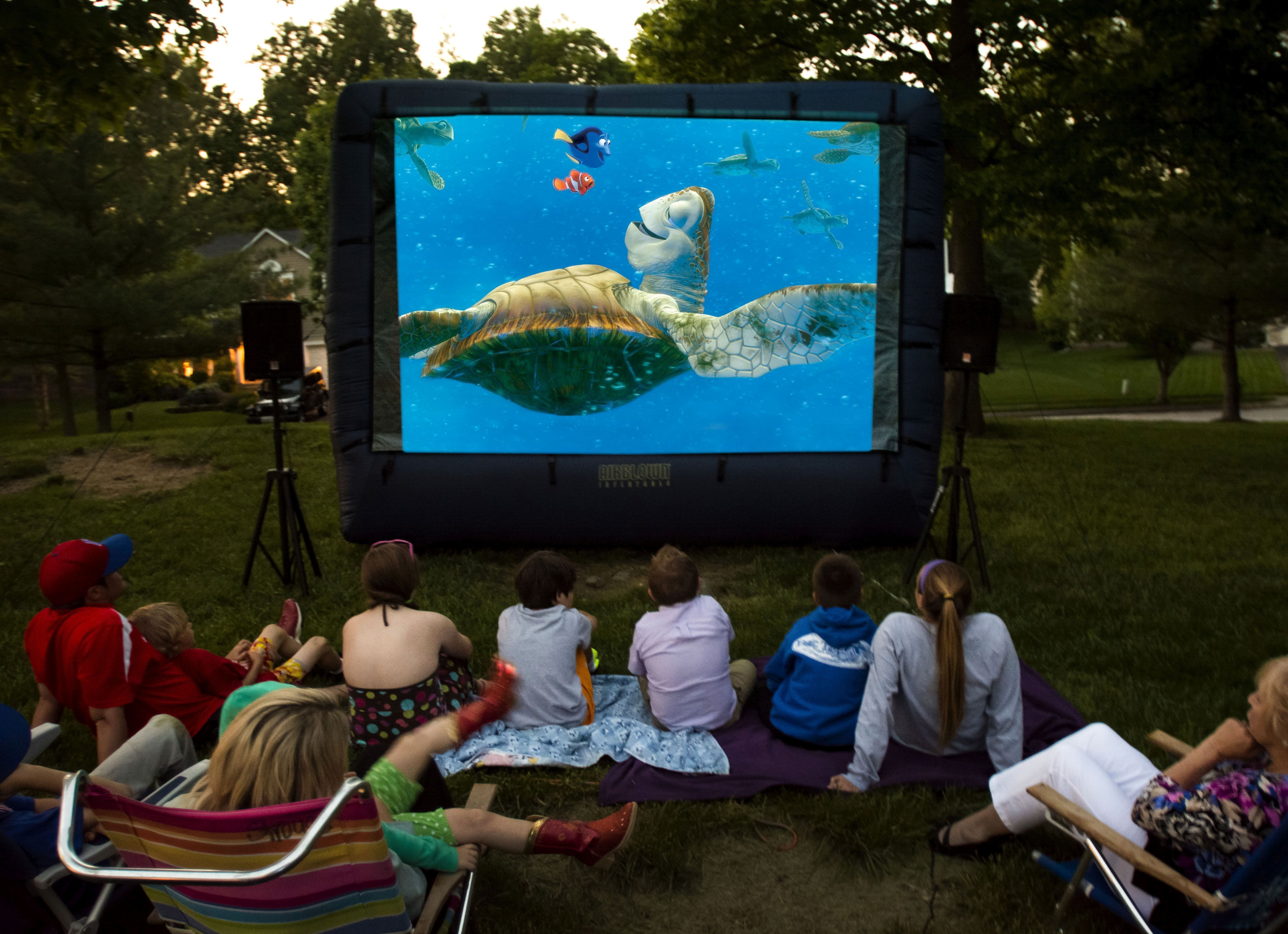 Attirant Backyard Inflatable Movie Screen Rentals   Http://www.KIDflatables.com