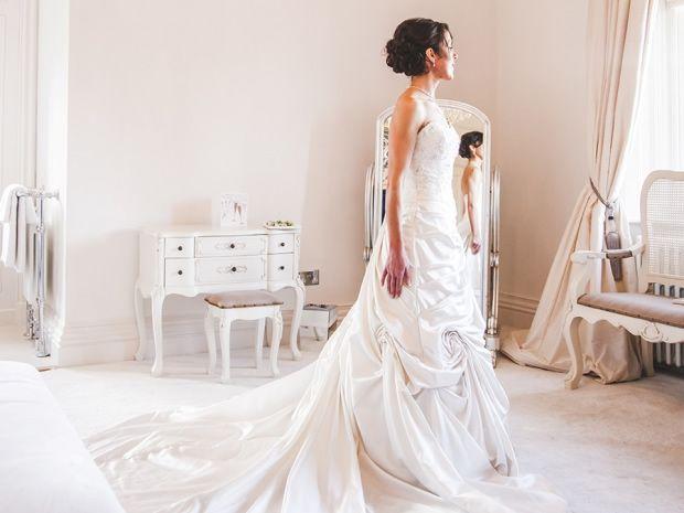 SGW #realbride Karen Scott wore a Cosmobella #wedding gown. #cotswoldwedding #bridal #weddingdresses