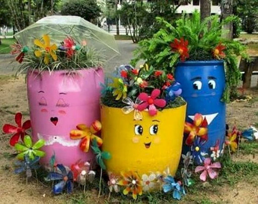 30+ Beautiful Container Garden Flower Ideas is part of Container garden design, Container gardening flowers, Container flowers, Flower garden, Container gardening, Gorgeous gardens - When a flower arrangement is completed by a florist,there is always the creative placement of taller blooms in your arrangement […]