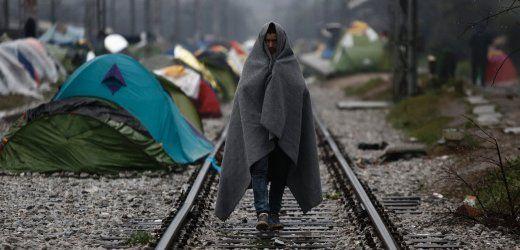 """Menschenrechte: Uno nennt Türkei-EU-Deal zu Flüchtlingen """"illegal""""  Führt das geplante Abkommen zwischen der EU und der Türkei zu """"kollektiven und willkürlichen Ausweisungen"""" von Flüchtlingen? Der Uno-Menschenrechtskommissar sieht es so. Solche Abschiebungen seien illegal."""