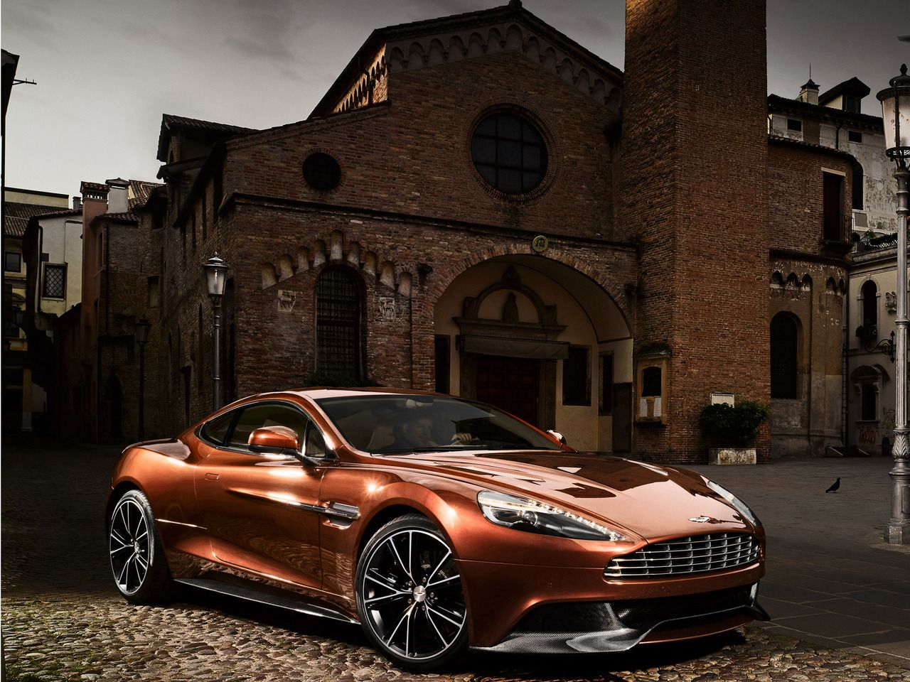 aston martin hot cars pinterest voiture belle voiture and voiture sportive. Black Bedroom Furniture Sets. Home Design Ideas