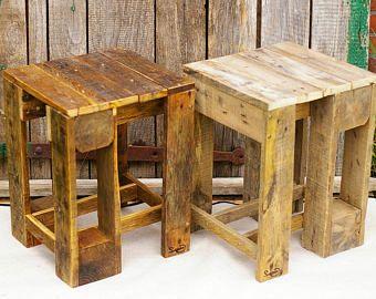 Hocker aus palettenholz palettenm bel beistelltisch for Hocker aus paletten