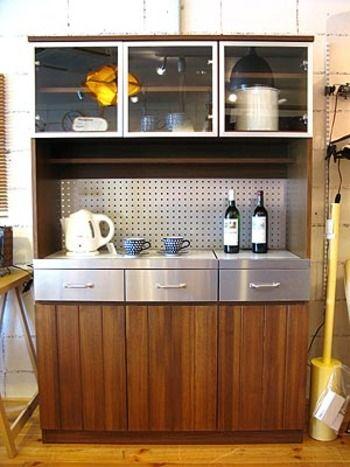 Unicoの食器棚 Stradaシリーズ ステンレスでかっこいい雰囲気になり