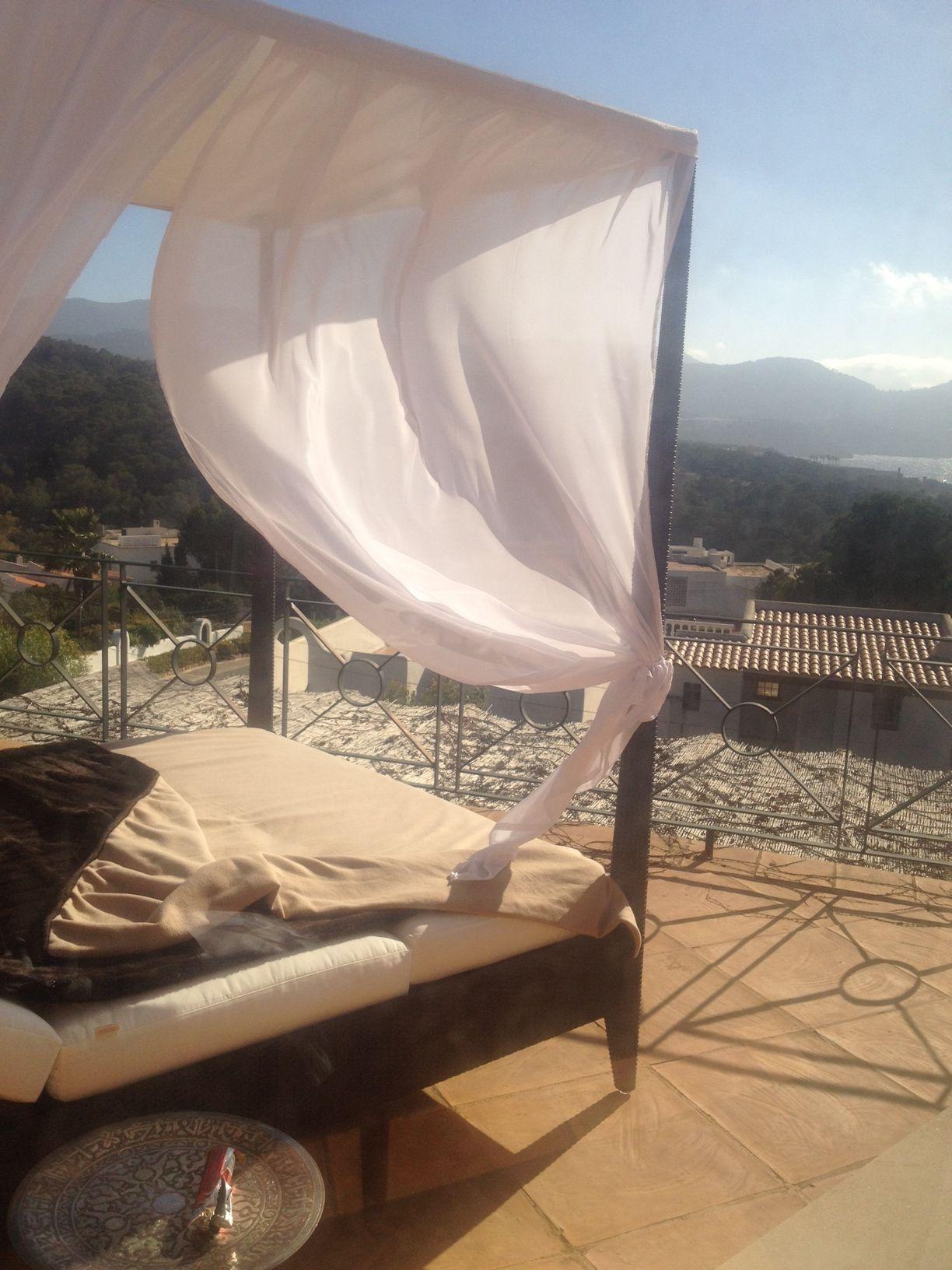 Rattan Himmelbett Outdoor SUNLACE auf Ibiza!