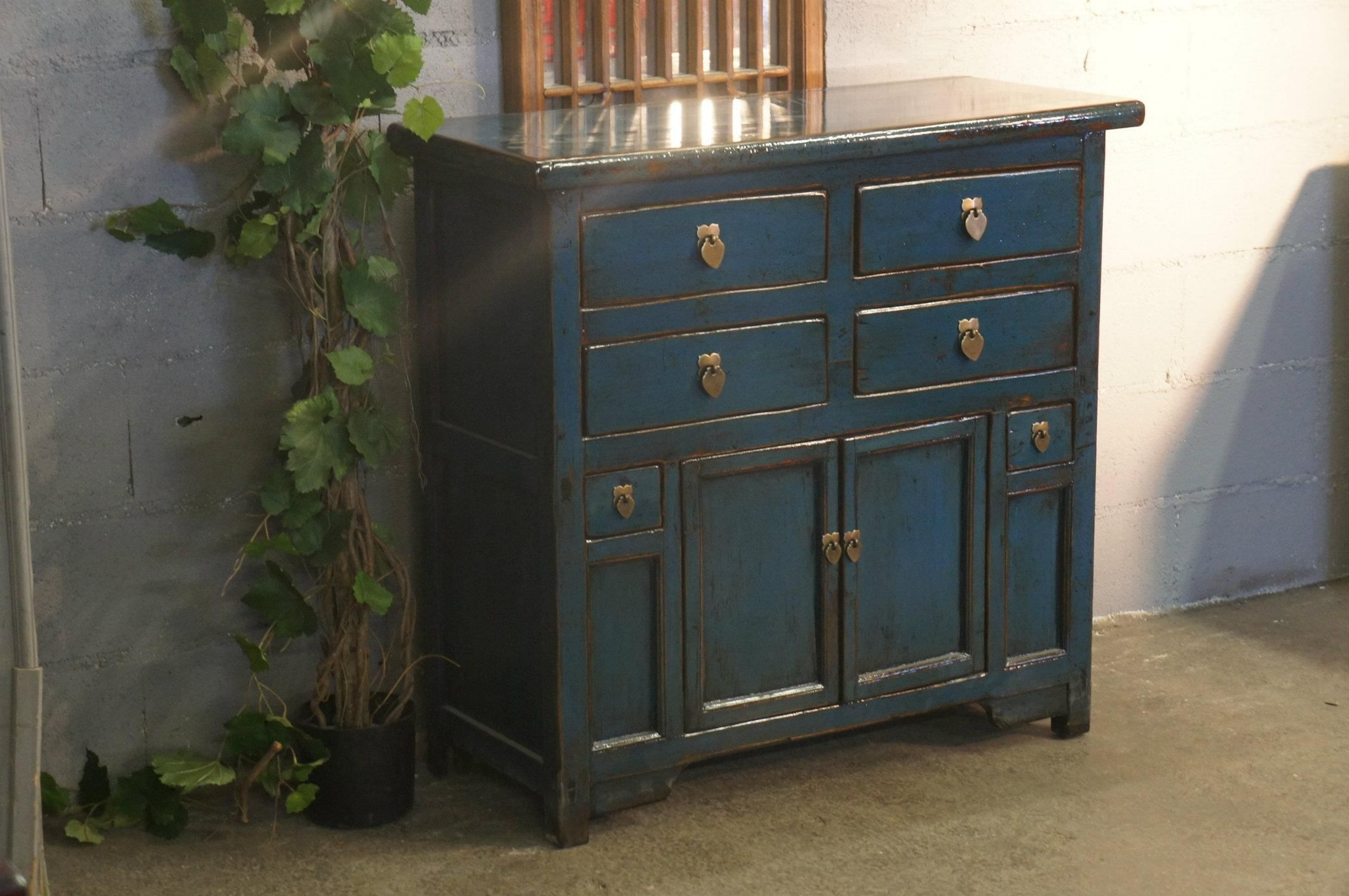 Meuble ancien avec patine bleu moderne blue cabinet for Deco meuble furniture richibucto