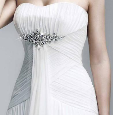 Vestido de novia con pedreria en busto