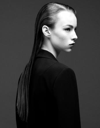 Haargenau: Anleitung zum Sleek-Look. Fotos: Karin Heer