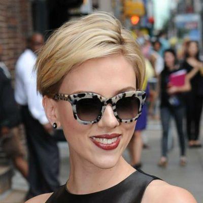 15 coiffures à piquer à Scarlett Johansson