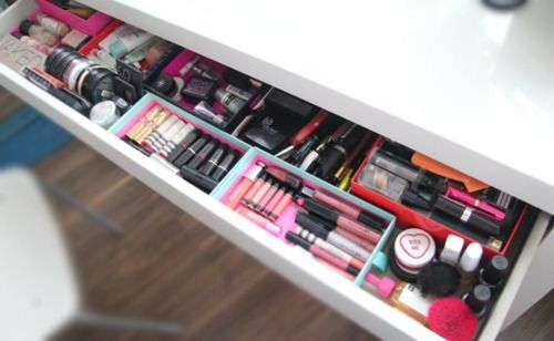 I wish I had a makeup drawer like this.