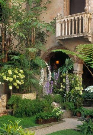 Isabella Stewart Gardner Museum. the prettiest garden in Boston