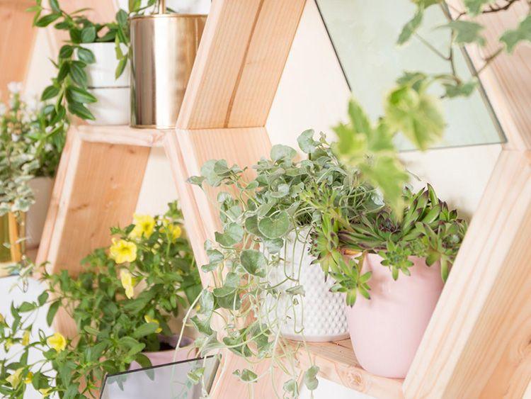 diy anleitung dekoratives pflanzenregal selber bauen via kreativ pinterest. Black Bedroom Furniture Sets. Home Design Ideas