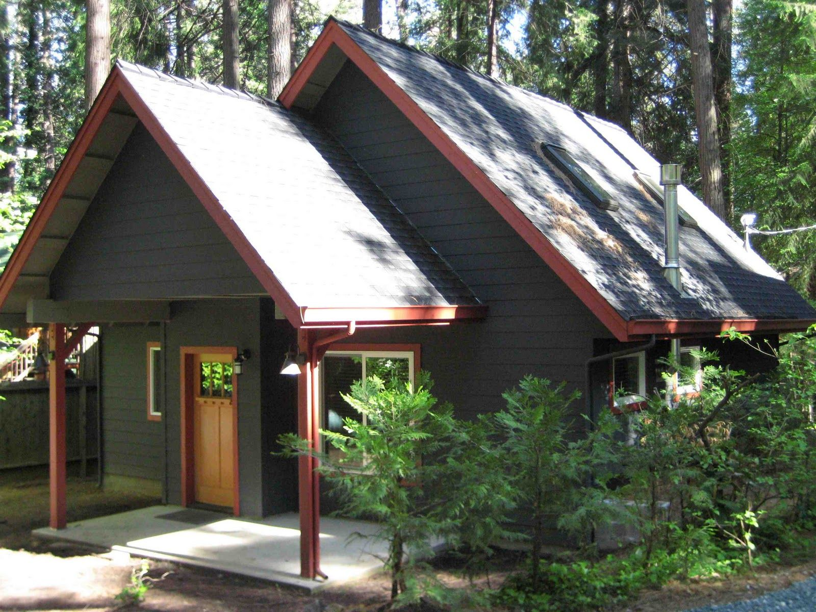 Mountain Cabin Color Schemes How To Select Paint Colors For A Mountain Cabin House Paint Exterior Paint Color Selection Cabin Color Scheme