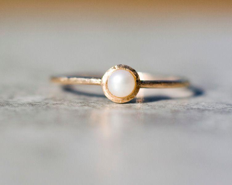 14K Gold Solitrring matte Perle handmade von ARPELC