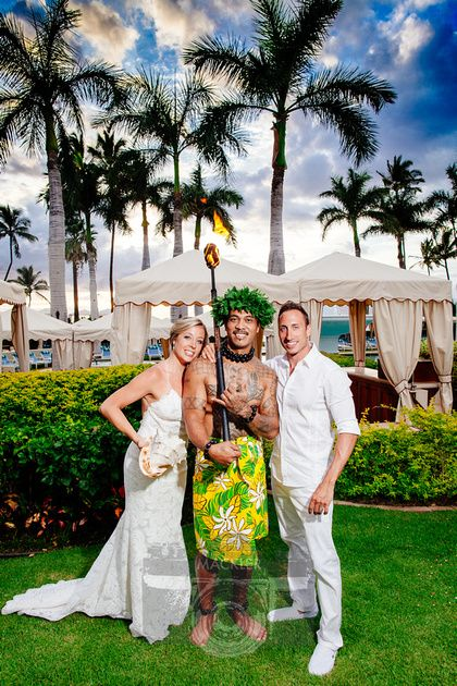 This Bride and Groom embraced all the cultural elements #hawaiiwedding #fsmaui -- Photo by Mackler Studios, NYC