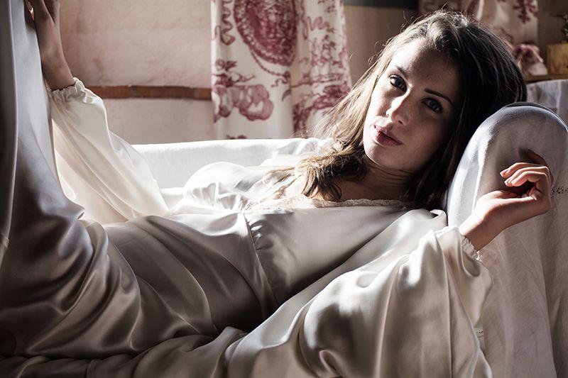 Bata larga de seda hecha con el máximo cuidado #Lenceria #brides #modamujer