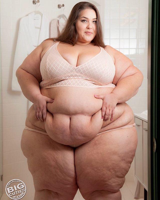 Boberry Ssbbw Beauty Plussize Love Model Bbw Allnatural Huge Lbs Squashme Sitonme Smother Massive Goddess Loving