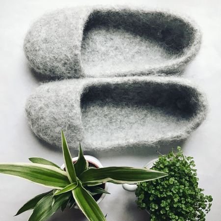 pin von auf pinterest strickfilzen puschen hausschuhe filzen. Black Bedroom Furniture Sets. Home Design Ideas