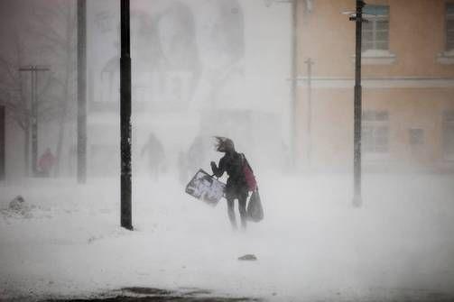 Ensi yönä Itä-Suomessa voi olla kunnon lumipeite. (14.4.16)